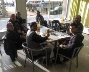 Esmorzant al Casino Nou de Sant Feliu de Guíxols abans del matx. (Foto: Jordi Vidal)