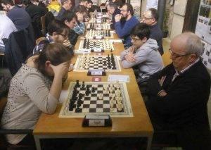 Al rpimer escaquer, Laura Garcia (Sant Gregori) contra Josep Maria Teixidor (Santa Eugènia B)