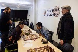 Jesús Caballero i Fidier Fernández vigilats per Dani Pau i Mohamend Boubhaka. (Foto: Jordi Álvarez)