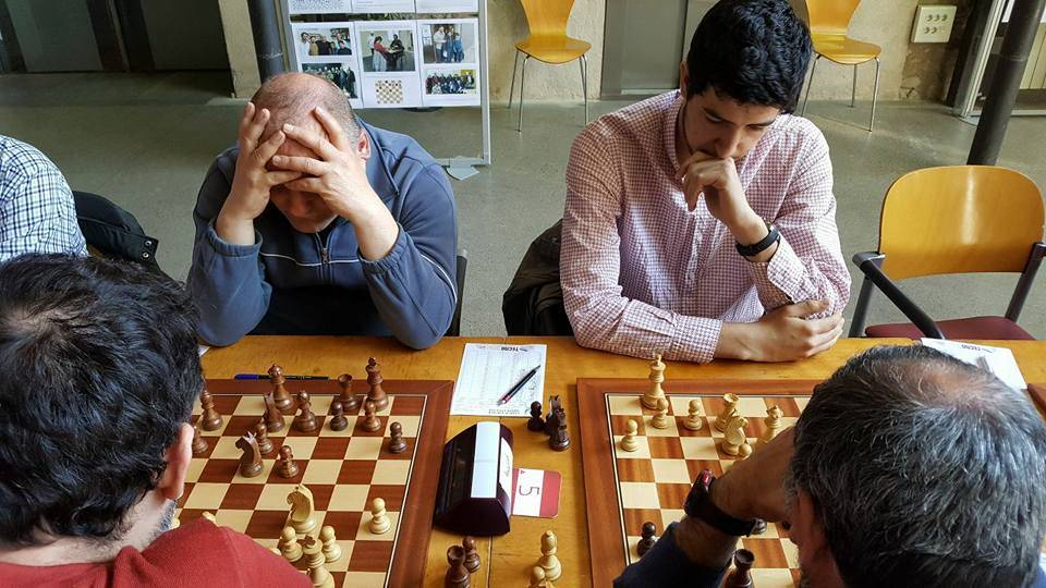 En Torsten Rex, ben concentrat, i l'Arnau Clot. (Foto: Jordi Sabrià)