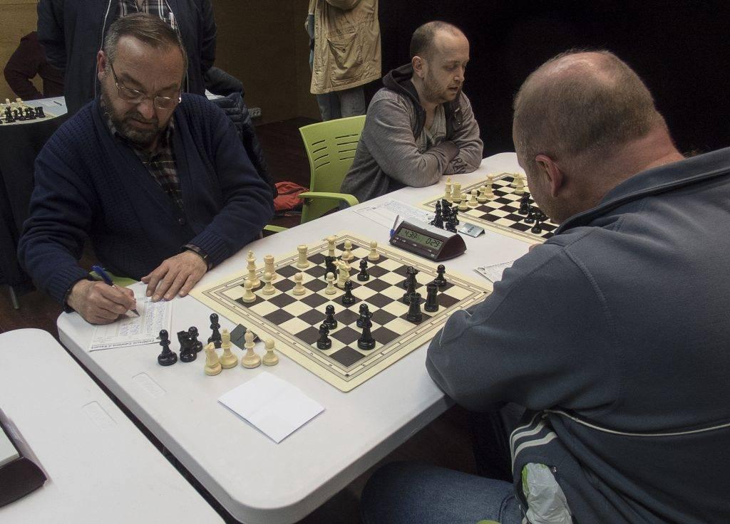 En Julio Villa va plegar amb aquesta posició després que l'eugenienc Torsten Rex plantés un cavall a d3. (Foto: Jordi Álvarez)