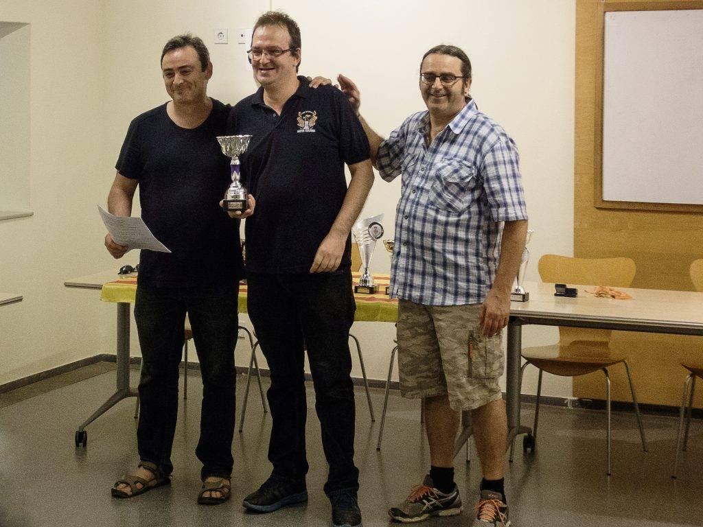 Salvador Alrcón va rebre el trofeu al jugador que més partides ha jugat durant la temporada. (Foto: Jordi Alvarez)