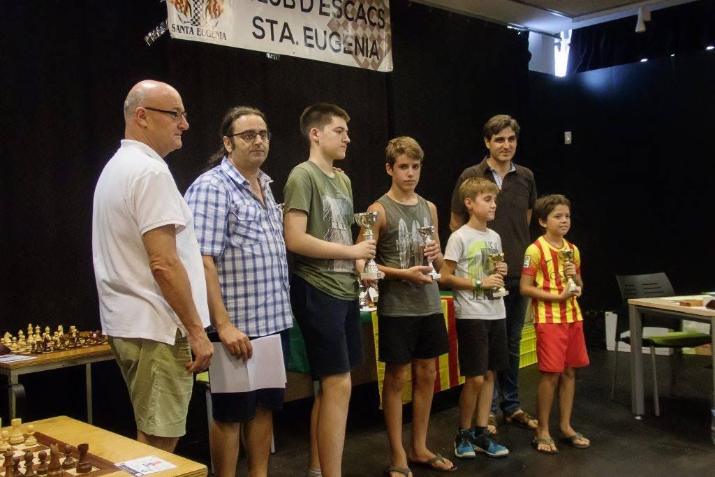 Els campions per edats, ordenats per edats i per alçades: el sub-16 Abel Lázaro, el sub-14 Biel Horta (CE Cassà), el sub-12 Jordi Olcina (CE Olot) i el sub-10 Pol Ortiz (CE Tres Peons) (Foto: Jordi Álvarez)